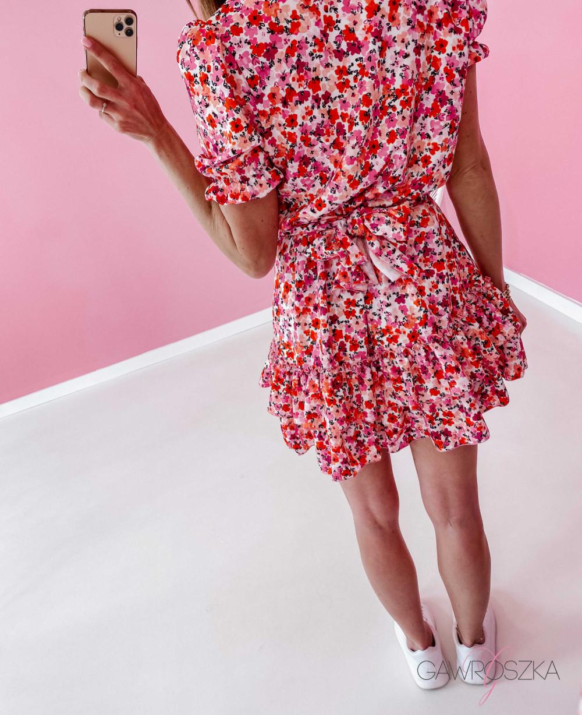 Sukienka Megi z krótkim rękawem - biała w czerwone kwiaty 5