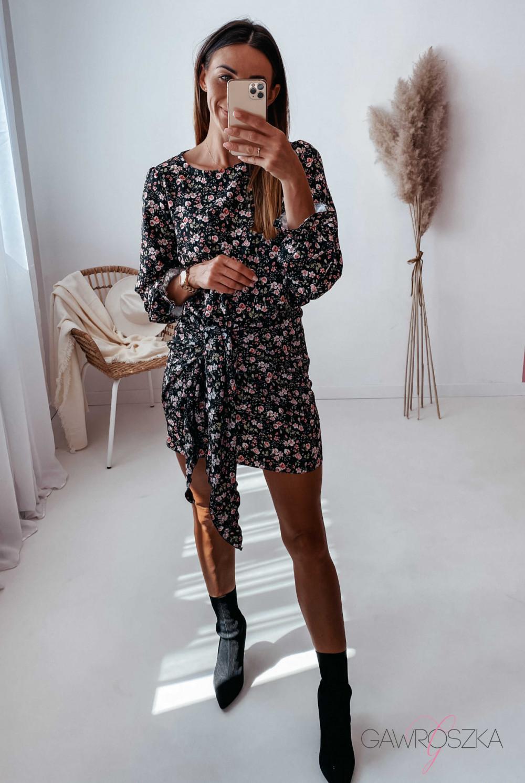 Sukienka z wiązaniem czarna w drobne różyczki 4