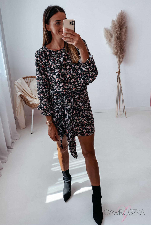 Sukienka z wiązaniem czarna w drobne różyczki 5