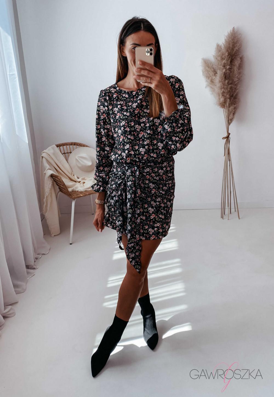 Sukienka z wiązaniem czarna w drobne różyczki 6