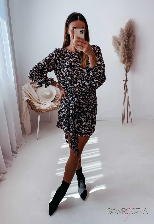Sukienka z wiązaniem czarna w drobne różyczki 7