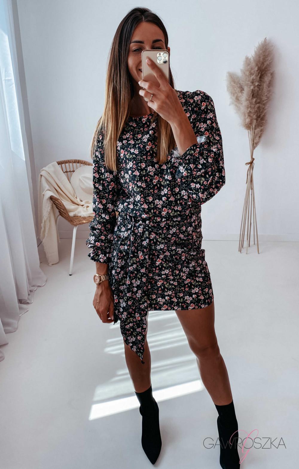 Sukienka z wiązaniem czarna w drobne różyczki 11