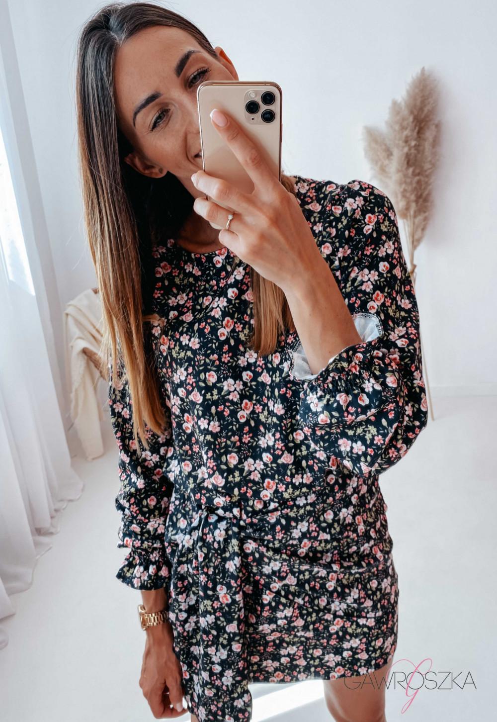 Sukienka z wiązaniem czarna w drobne różyczki 13