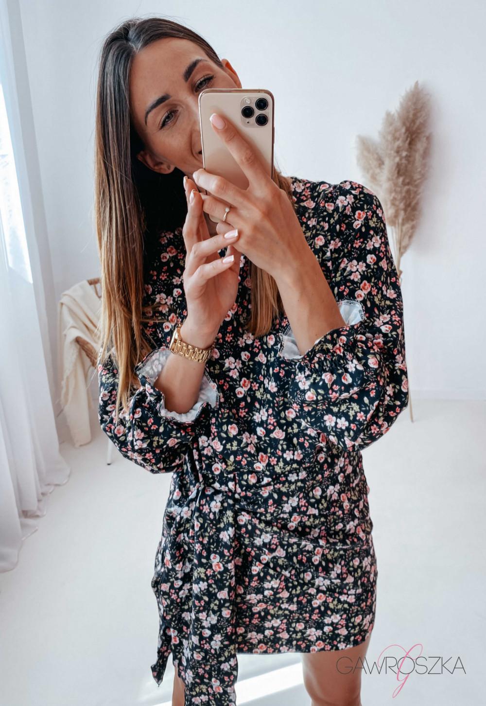 Sukienka z wiązaniem czarna w drobne różyczki 14