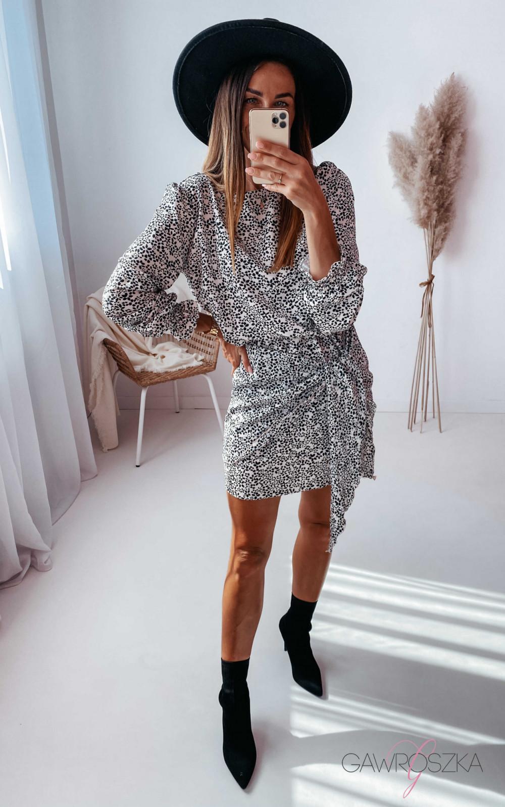 Sukienka z wiązaniem biała w czarne kwiatuszki 7