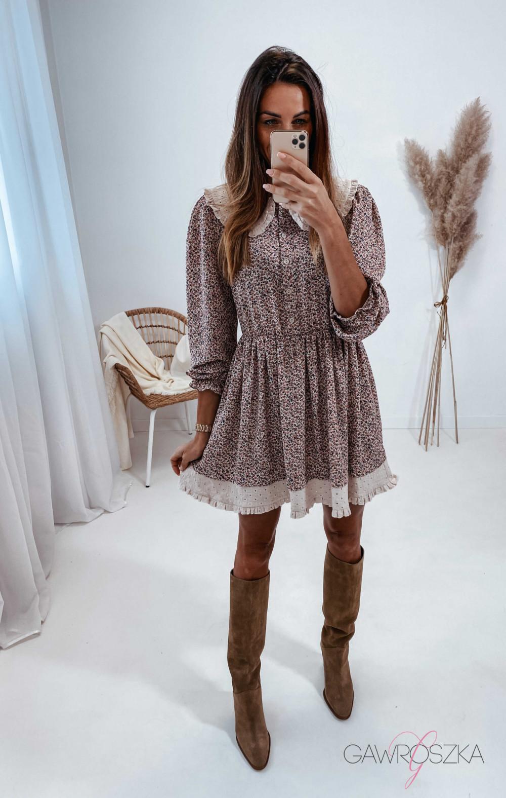 Sukienka z haftowanym kołnierzykiem 2
