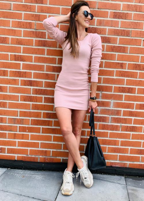 Sukienka z prążkowanego materiału - róż