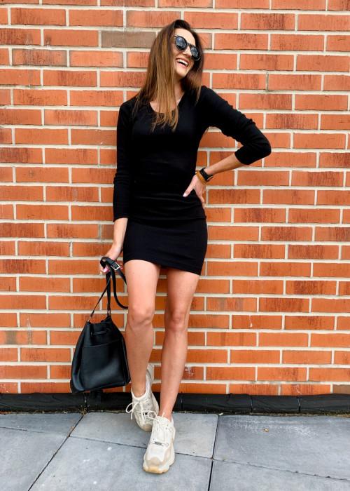 Sukienka z prążkowanego materiału - czarna