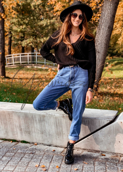 Jednolity sweter o krótszym kroju - czarny