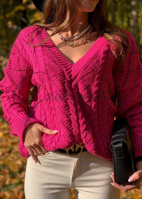Sweter w serek z warkoczami - fuksja