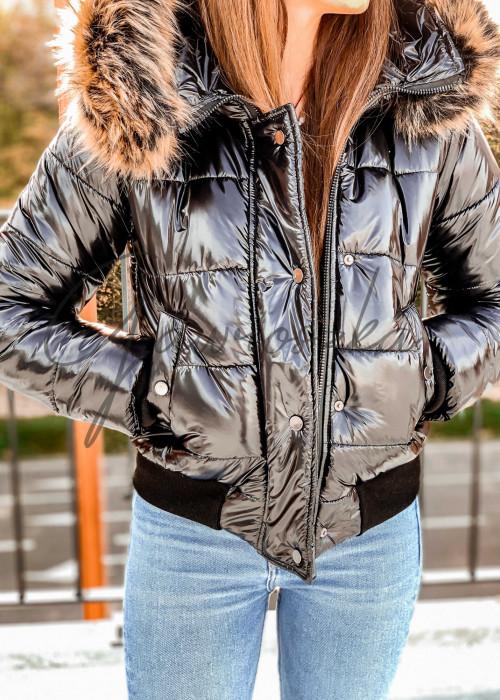 Krótka błyszcząca kurtka z futerkiem - czarna