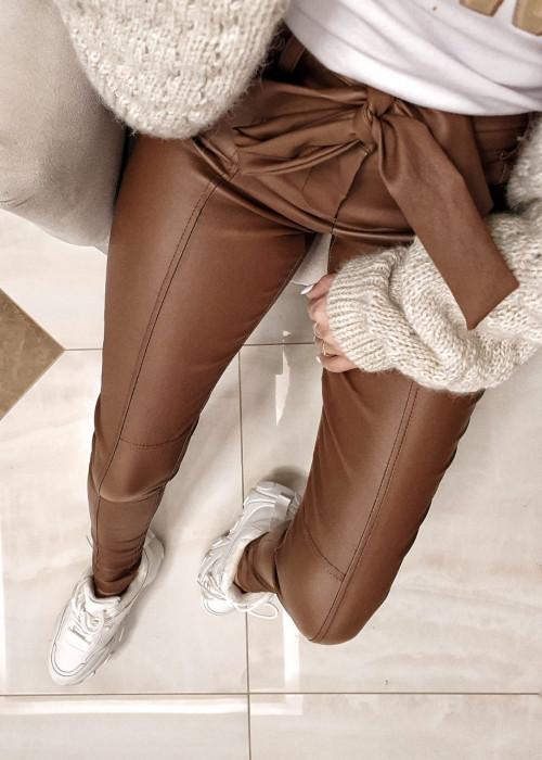 Spodnie wiązane z eco skóry - camel