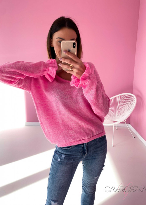 Sweter z falbanka na rękawie - cukierkowy róż