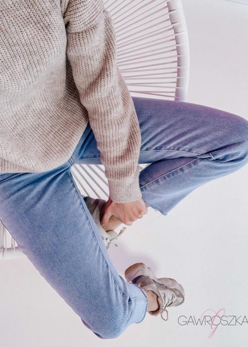 Spodnie jeans z wysokim stanem - prosta nogawka