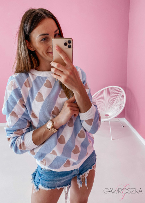 Sweter w serduszka - błękitny