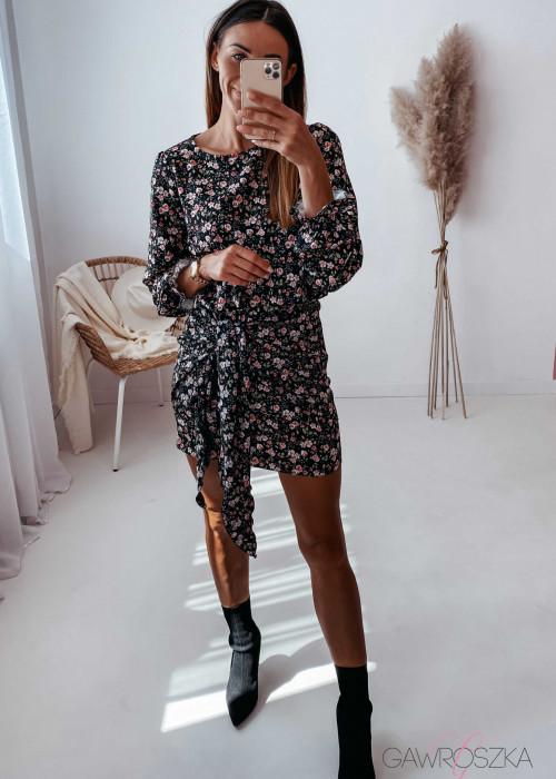 Sukienka z wiązaniem czarna w drobne różyczki
